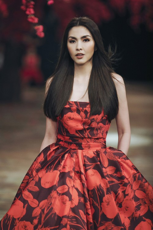Diện lại váy cũ của Hà Tăng, Lệ Quyên vẫn xinh đẹp, sang trọng không tì vết - Ảnh 5.