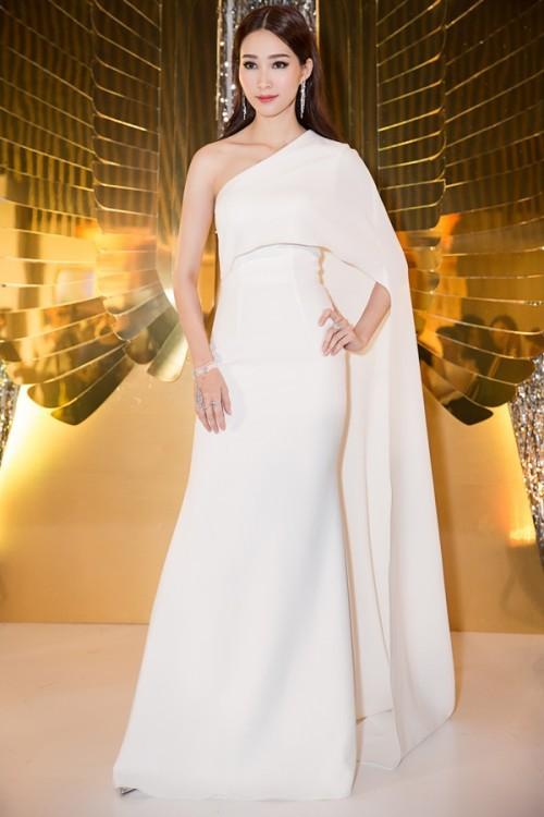 'Vòng eo 53 cm' Tường Linh kém sang khi mặc lại 'váy cũ' của Đặng Thu Thảo - Ảnh 5.