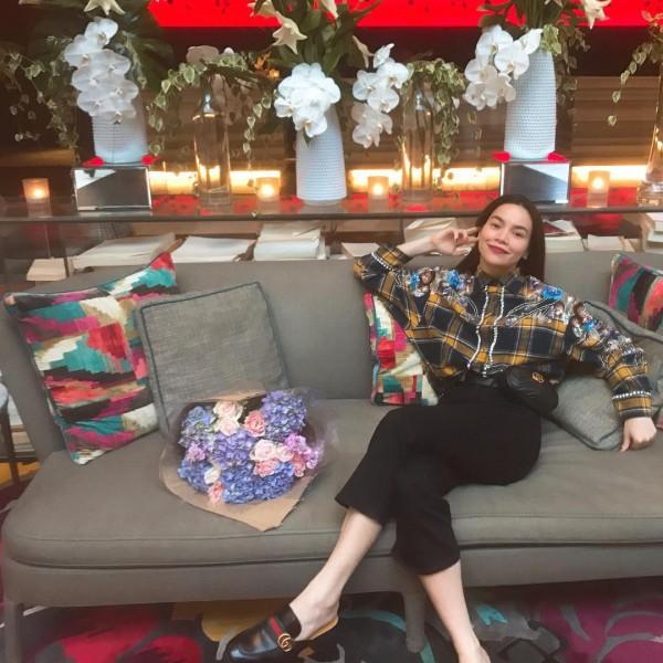 Phạm Hương, Kỳ Duyên đã cất giày cao vời vợi vào tủ… để tậu mốt giày Selena Gomez mê mẩn - Ảnh 5.