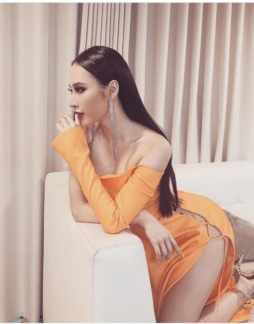 Đạt đẳng cấp hở bạo mới, Angela Phương Trinh diện đầm xẻ cao hút tận eo mới nổi bật - Ảnh 5.
