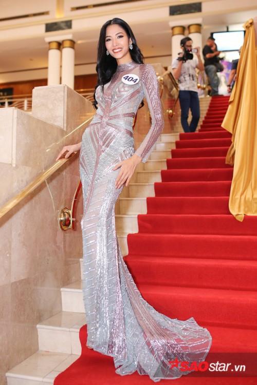 Thanh Mai 'ăn gian' tuổi thành công, lấn lướt Hoàng Thuỳ khi đụng váy xuyên thấu - Ảnh 5.