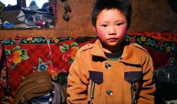 Tâm sự của cha cậu bé tóc đông đá đi bộ 5 km tới trường dưới thời tiết -9 độ C: Tôi chỉ mong con tiếp tục học hành - Ảnh 6.