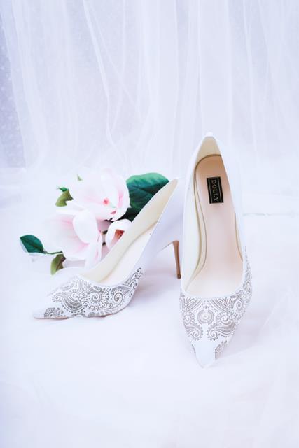 Những mẫu giày trắng chỉ cần ngắm thôi đã thấy yêu rồi - Ảnh 6.