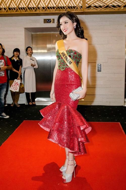 Đến cả những chiếc váy cũng xuất hiện phiên bản 'song sinh', giống hàng 'tái chế' đến 99% - Ảnh 6.