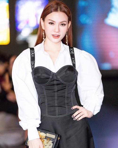 Sau ly hôn, ca sĩ Thu Thủy ăn vận ngày càng sexy, nhan sắc ngày một rực rỡ - Ảnh 6.