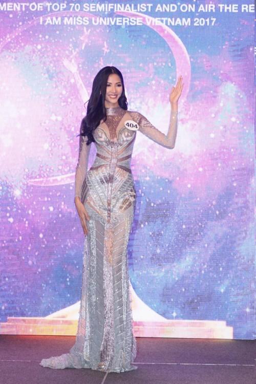 Thanh Mai 'ăn gian' tuổi thành công, lấn lướt Hoàng Thuỳ khi đụng váy xuyên thấu - Ảnh 6.