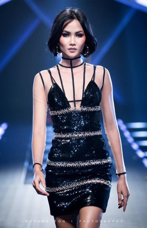 Trước khi đăng quang Hoa hậu, HHen Niê đã là một người mẫu sáng giá với những khoảnh khắc catwalk xuất thần thế này đây - Ảnh 7.