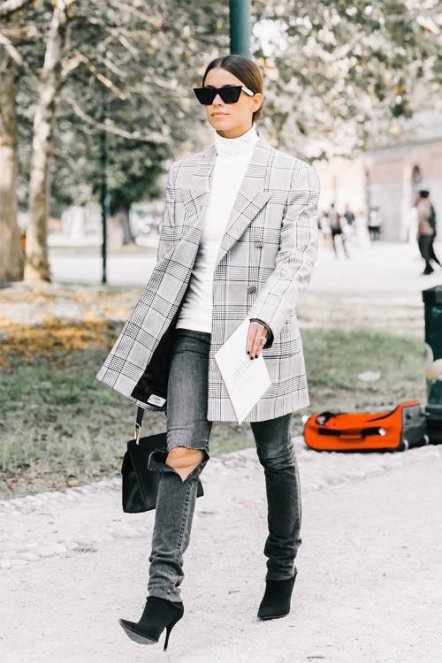 3 cách mix 'thần thánh' đưa áo sweater trở thành item đáng mặc vào mùa xuân - Ảnh 7.