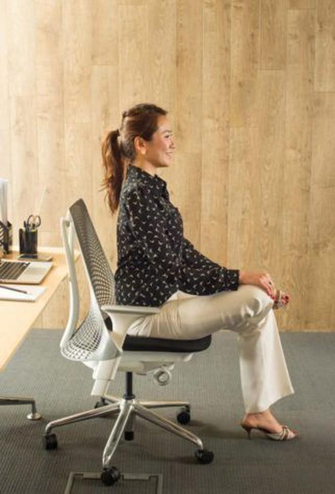 Dân văn phòng ngồi nhiều luôn đối mặt với tình trạng đau lưng khó chịu và đây là cách giải quyết hiệu quả - Ảnh 8.