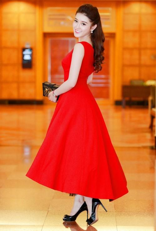 Đến cả những chiếc váy cũng xuất hiện phiên bản 'song sinh', giống hàng 'tái chế' đến 99% - Ảnh 8.