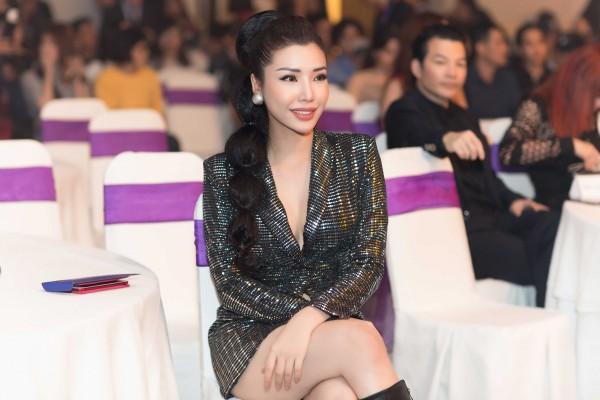Hoa hậu Kỳ Duyên diện đầm ôm, không ngại khoe vòng 1 khiêm tốn trên thảm đỏ - Ảnh 8.
