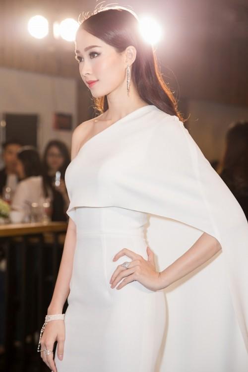'Vòng eo 53 cm' Tường Linh kém sang khi mặc lại 'váy cũ' của Đặng Thu Thảo - Ảnh 8.