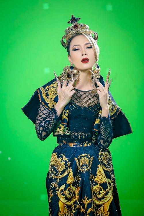 Loạt MV 'lầy lội' chứng minh Mỹ Tâm xứng danh 'mợ chảnh' Chun Song Yi phiên bản Vpop - Ảnh 8.