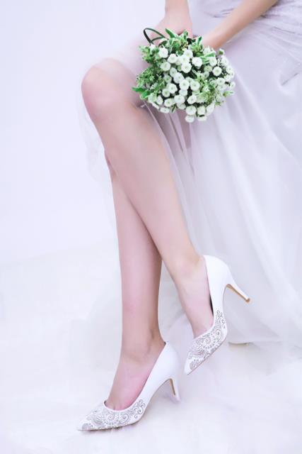 Những mẫu giày trắng chỉ cần ngắm thôi đã thấy yêu rồi - Ảnh 9.