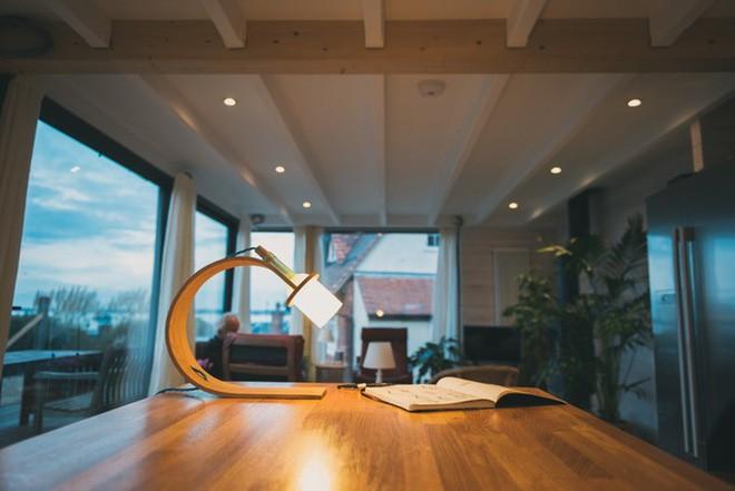 Đèn tái chế có thiết kế hiện đại tối giản đẹp như một cơn mơ - ảnh 10