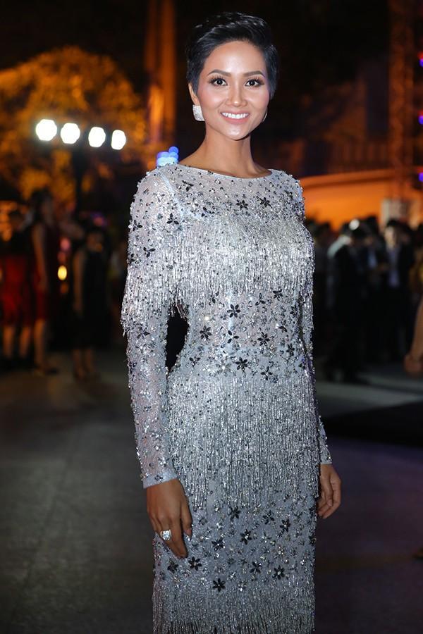 Thật may: Kể từ khi đăng quang đến nay, Hoa hậu HHen Niê chưa lần nào mặc lỗi! - Ảnh 10.