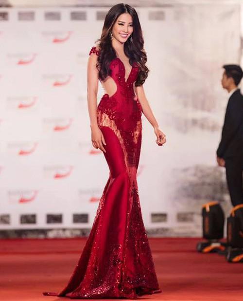 Đến cả những chiếc váy cũng xuất hiện phiên bản 'song sinh', giống hàng 'tái chế' đến 99% - Ảnh 10.