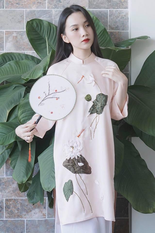 Còn đúng 1 tháng nữa là Tết, và đây là 7 mẫu áo dài cách tân đẹp duyên nhất cho nàng diện trong Tết này - Ảnh 9.