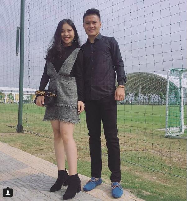 Chàng cầu thủ ghi 2 bàn cho U23, không chỉ là người hùng trên sân cỏ mà ngoài đời còn là chàng soái ca chăm diện đồ đôi với bạn gái - Ảnh 12.