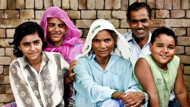 Đã có 2 con, 5 cháu, cụ bà 70 tuổi này vẫn có thể mang thai và sinh 1 cặp song sinh - Ảnh 2.