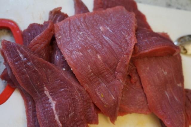 Cho thịt bò vào nồi cơm điện, hơn 40 phút là có mẻ bò khô cay cay, thơm lừng góc bếp - Ảnh 2.
