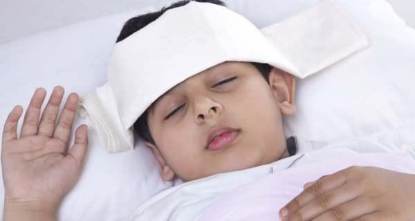 5 cách hạ sốt nhanh cho trẻ mà không cần dùng thuốc - Ảnh 1.