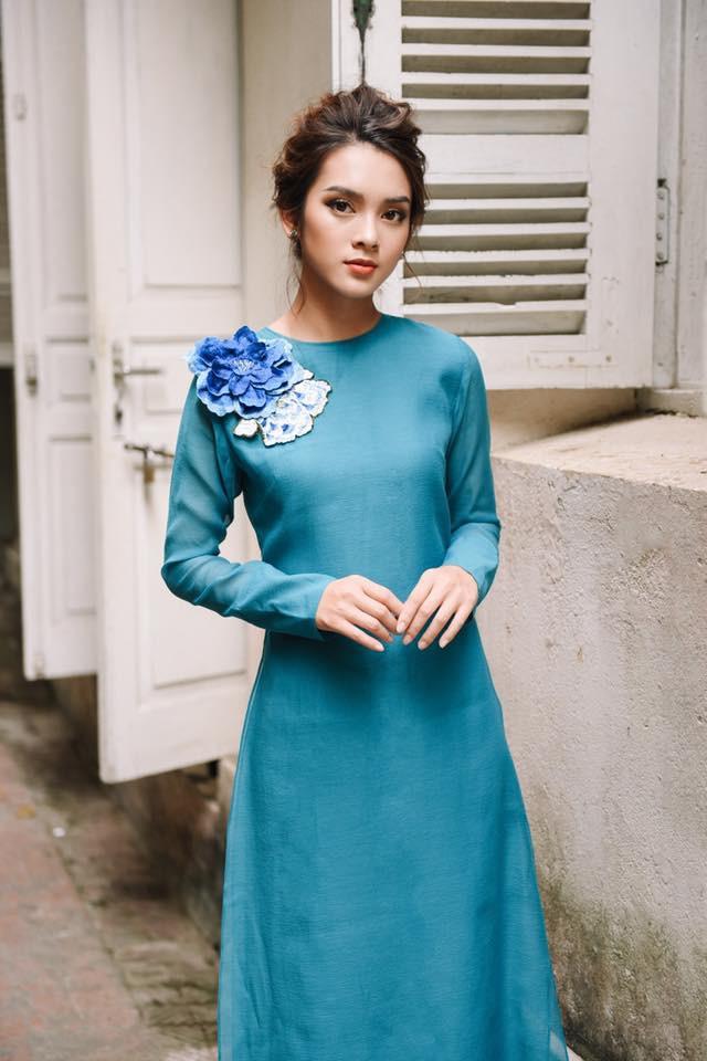 Còn đúng 1 tháng nữa là Tết, và đây là 7 mẫu áo dài cách tân đẹp duyên nhất cho nàng diện trong Tết này - Ảnh 4.