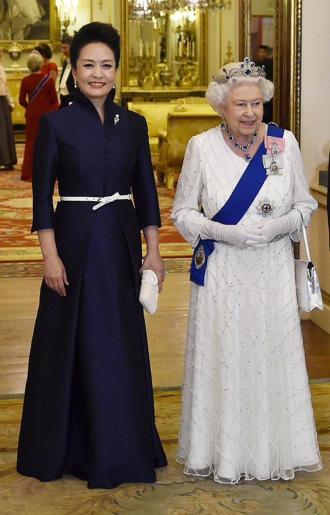 Phong cách thời trang của Phu nhân Trung Hoa cũng tinh tế, thanh lịch chẳng kém bất kỳ nhân vật Hoàng gia nào - Ảnh 27.