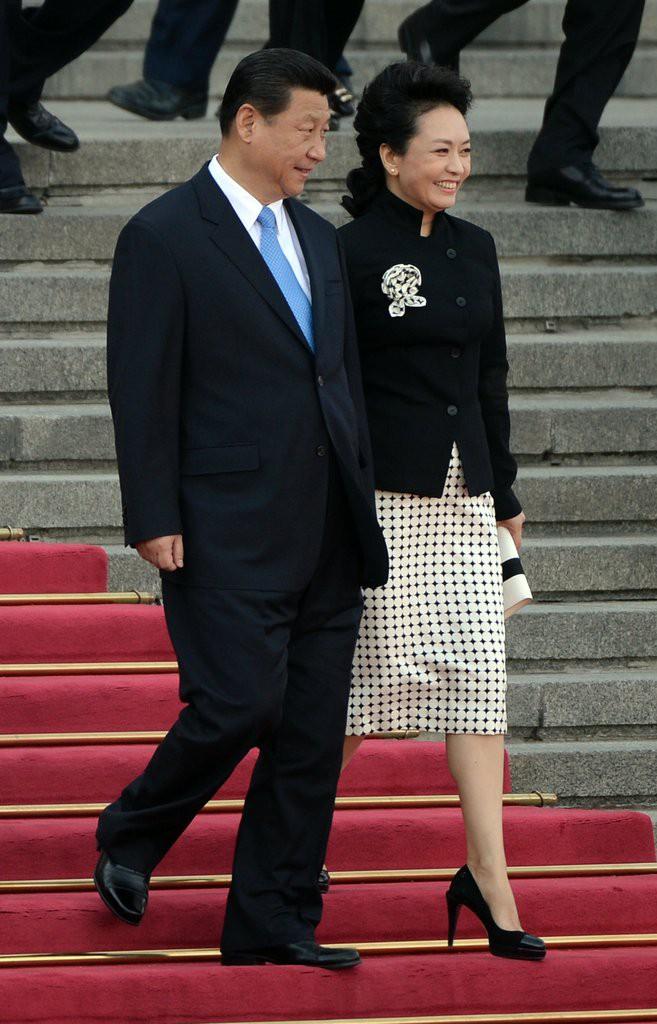 Phong cách thời trang của Phu nhân Trung Hoa cũng tinh tế, thanh lịch chẳng kém bất kỳ nhân vật Hoàng gia nào - Ảnh 4.