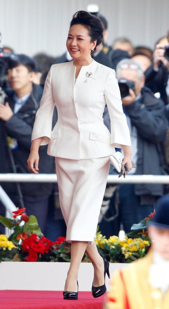 Phong cách thời trang của Phu nhân Trung Hoa cũng tinh tế, thanh lịch chẳng kém bất kỳ nhân vật Hoàng gia nào - Ảnh 16.