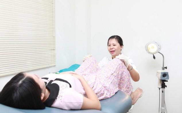 Hình ảnh em bé nhiễm Chlamydia từ mẹ với mắt đầy mủ như lời cảnh tỉnh mạnh mẽ cho những ai coi thường bệnh này - Ảnh 3.