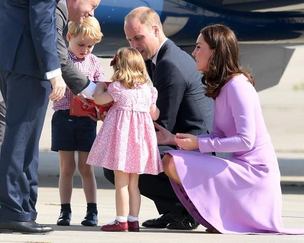 4 bài học nuôi dạy con rất đáng học hỏi từ gia đình Hoàng gia Anh mà cha mẹ hoàn toàn có thể áp dụng - Ảnh 2.