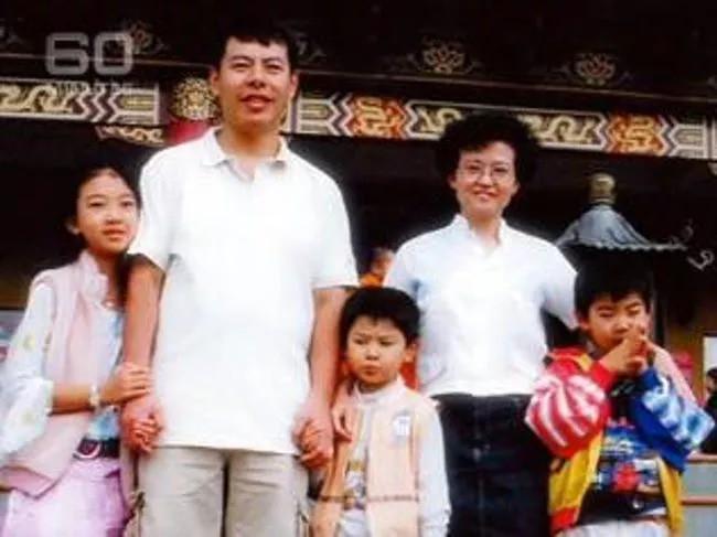 Gia đình 5 mạng chết dưới tay của chính người nhà mình, đứa trẻ duy nhất sống sót tiết lộ sự thật đáng ghê tởm về kẻ thủ ác - Ảnh 1.
