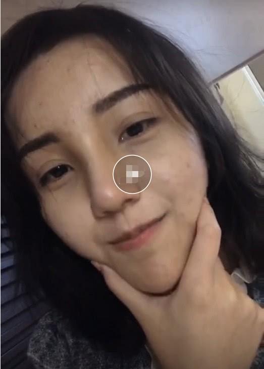 Đang livestream thả thính, hotgirl trường học lỡ tay tắt filter làm đẹp, lộ nhan sắc thật gây sốc - Ảnh 2.