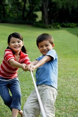 Cha mẹ mà hay làm điều này vô tình sẽ biến con mình thành một đứa trẻ hay ghen tị với mọi thứ xung quanh - Ảnh 6.