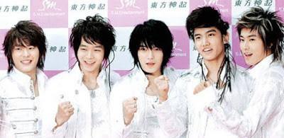Dân mạng lục lại một thời đen tối của thời trang Hàn Quốc: Bi Rain mặc áo xẻ ngực sâu hơn cả chị em - Ảnh 10.