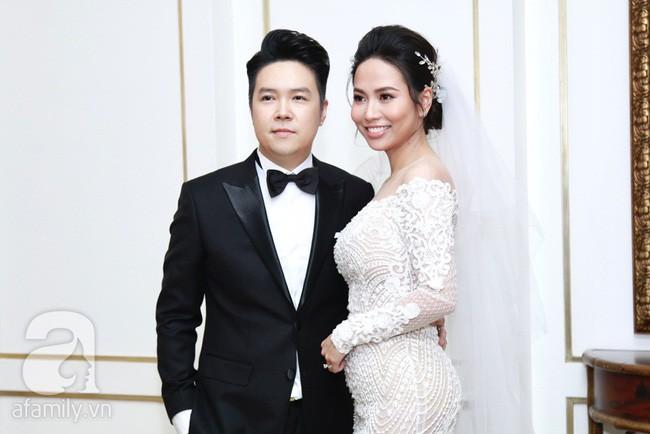 Sở hữu nhan sắc nền nã nhẹ nhàng, nhưng vợ Lê Hiếu tại bạo tay khi chọn váy cưới xuyên thấu sexy thiêu đốt  - Ảnh 4.
