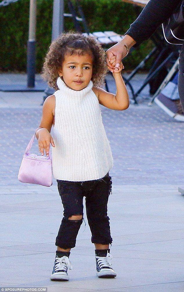 Chẳng phải Suri hay Harper, các bé gái nhà Kardashian mới là công chúa mê túi hiệu sang chảnh bậc nhất showbiz! - Ảnh 10.