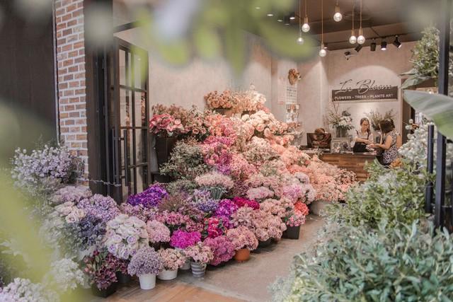 Chuyên gia hoa lụa hàng đầu mách bạn trang trí hoa đẹp – ý nghĩa và tiết kiệm đón Tết - Ảnh 2.