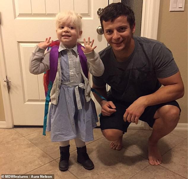 Bé gái có mái tóc bạch kim xinh như công chúa Disney, ai ngờ đó là dấu hiệu của căn bệnh nguy hiểm chết người - Ảnh 7.
