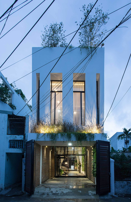 6 1546396268711413173131 - Ngôi nhà sâu đến 25m nhưng vừa xanh vừa thoáng nhờ hệ giếng trời và vườn đứng cực thông minh ở Đà Nẵng