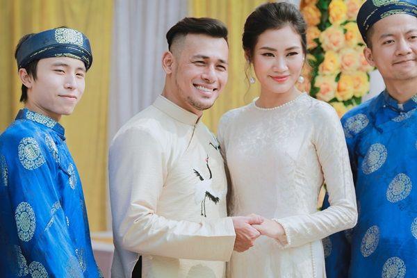 Đàm Thu Trang diện áo dài trắng, make up nhẹ như không, đơn giản hơn hẳn so với 2 cô bạn thân trước đó - Ảnh 7.