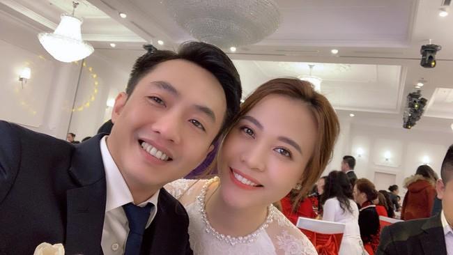 Đàm Thu Trang diện áo dài trắng, make up nhẹ như không, đơn giản hơn hẳn so với 2 cô bạn thân trước đó - Ảnh 3.