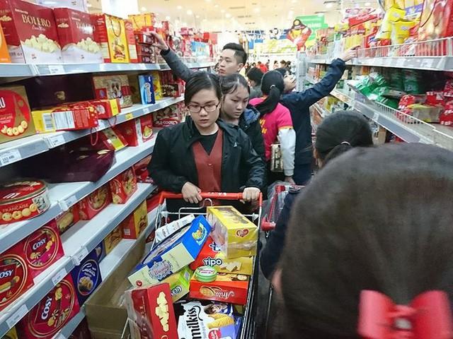 Tết này mua sắm ở đâu để vừa dễ dàng lại tiện lợi - Ảnh 1.
