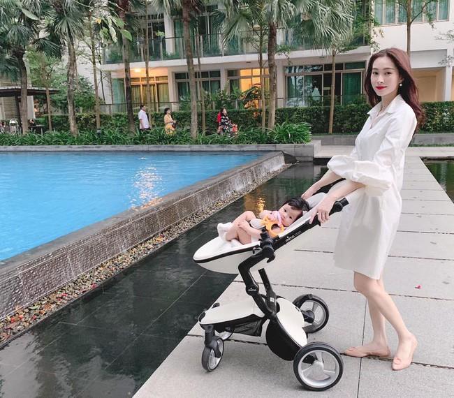 Đẳng cấp như mẹ bỉm sữa showbiz Việt: Đẩy xe nôi cũng phải thật thần thái, Diệp Lâm Anh - Hà Anh lại vô tình thành đối thủ - Ảnh 3.