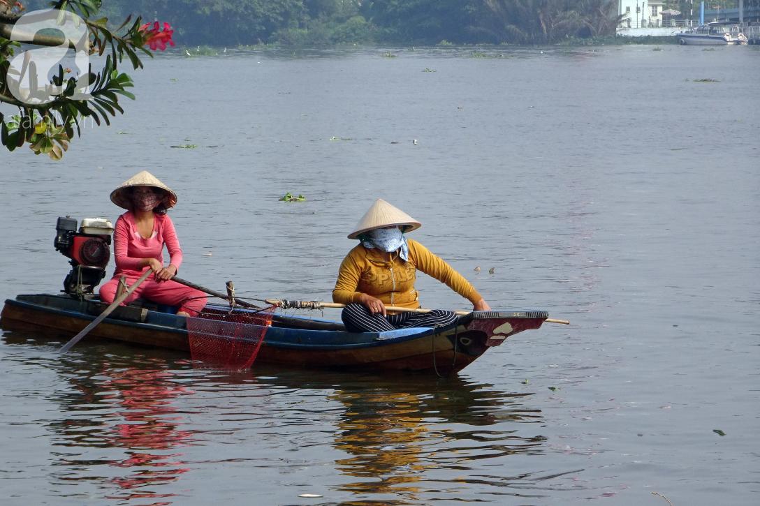 TP.HCM: Cá chép cúng ông Táo vừa thả xuống sông chưa kịp về trời đã bị chích điện, vớt lên bán lại - Ảnh 7.