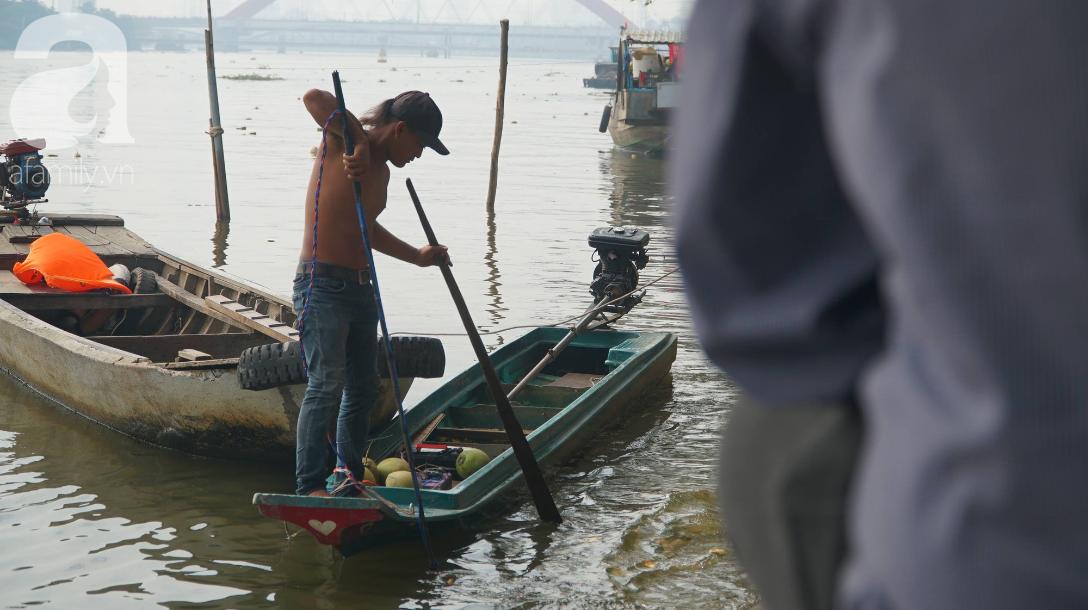 TP.HCM: Cá chép cúng ông Táo vừa thả xuống sông chưa kịp về trời đã bị chích điện, vớt lên bán lại - Ảnh 5.