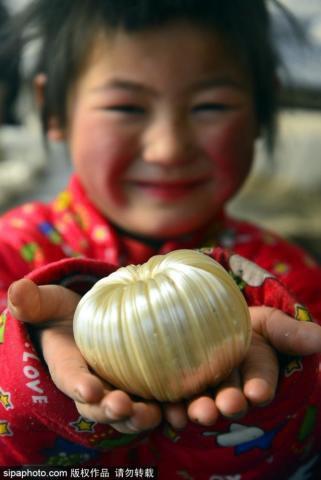 Sự khác biệt trong phong tục thờ cúng Táo Quân của Trung Quốc và Việt Nam: Đốt ngựa giấy, mâm cơm cúng đầy đồ ngọt - Ảnh 4.
