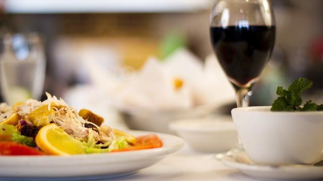 Thanh niên 20 tuổi tử vong khi ngủ sau khi ăn mì thừa, cảnh báo thói quen ăn uống nhiều người mắc - Ảnh 4.