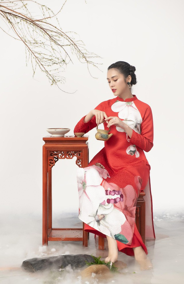 Uyển Đình - Khắc họa cánh én trên tà áo dài Xuân 2019 - Ảnh 2.